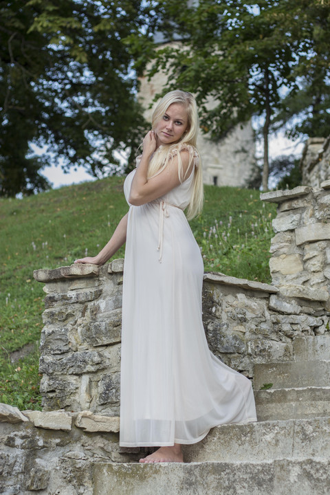 Female model photo shoot of Kadi198