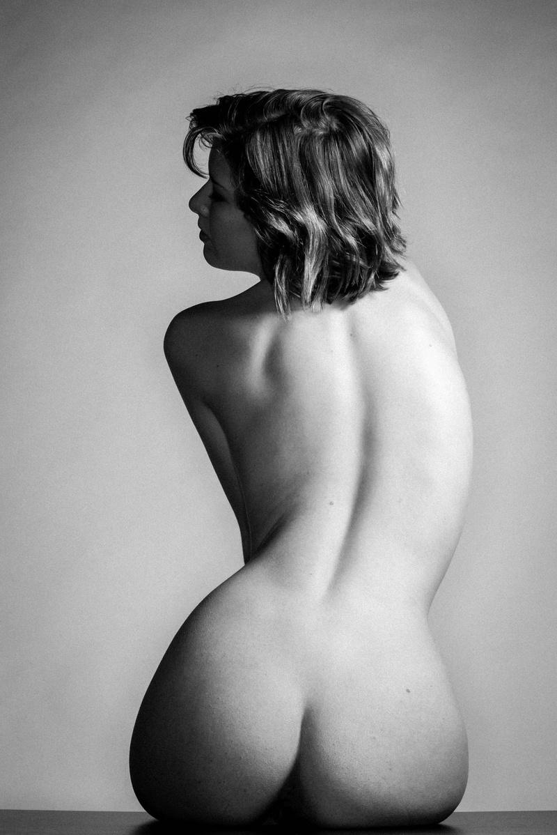 Female model photo shoot of Sienna Hayes by 010101 in Ottawa