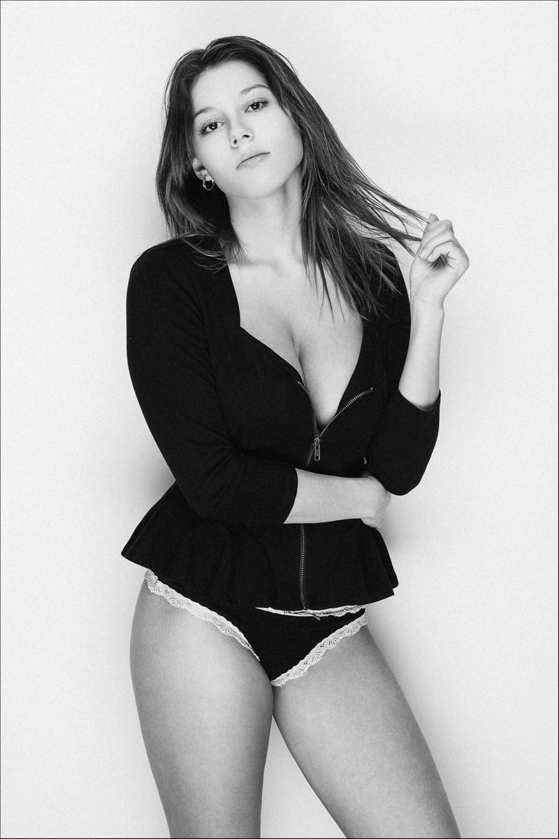 Female model photo shoot of JamieLeeS