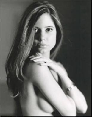 Female model photo shoot of Tati Dunn