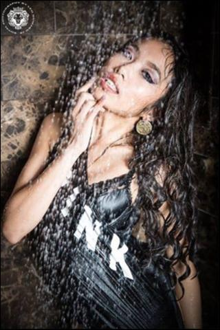 Female model photo shoot of Sweetzelle