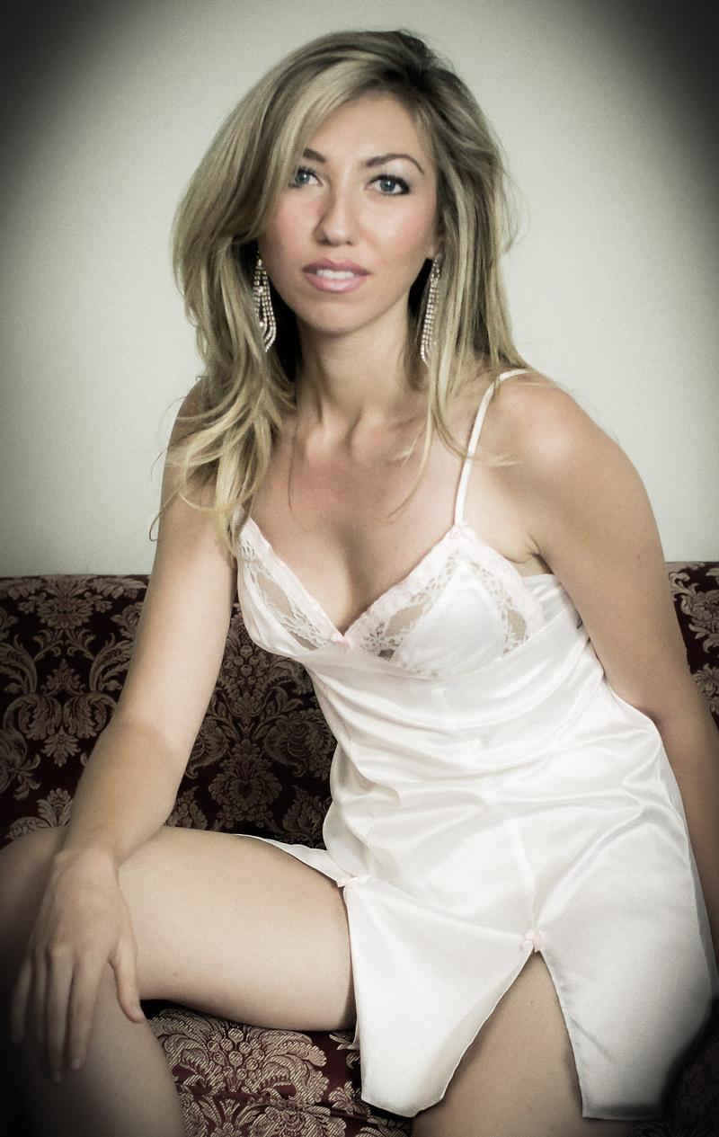 Female model photo shoot of Cassandra Payne