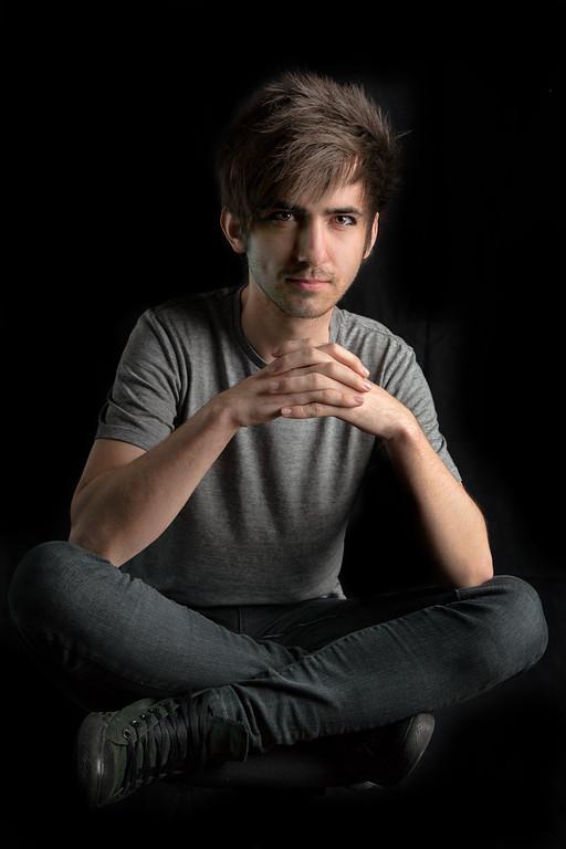 Male model photo shoot of Louis Tomlinson