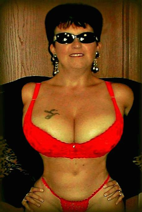 Female model photo shoot of Buxom Vixen