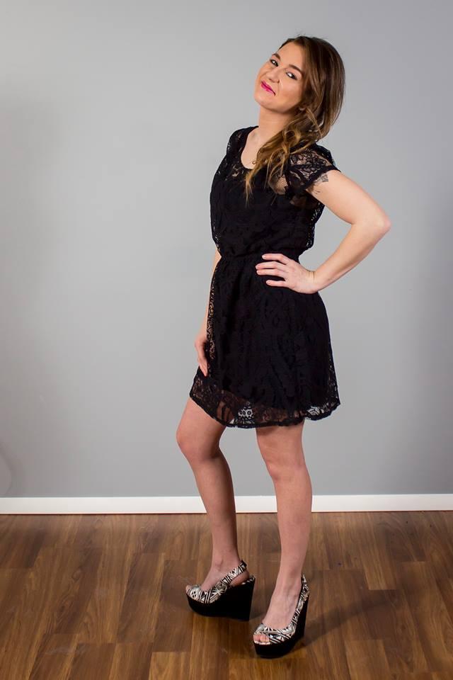 Female model photo shoot of Kris10joness