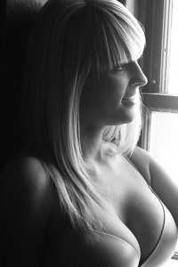 http://photos.modelmayhem.com/photos/150319/19/550b8c8b004ab_m.jpg