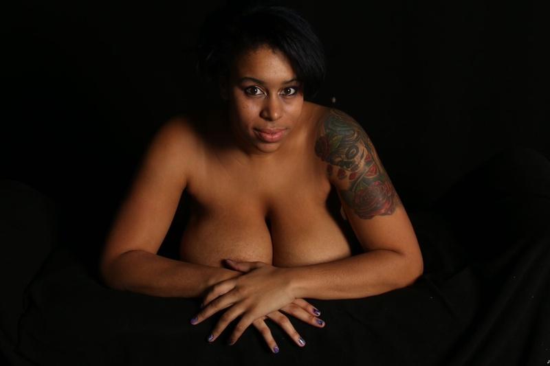 Female model photo shoot of Mxdbeauty23