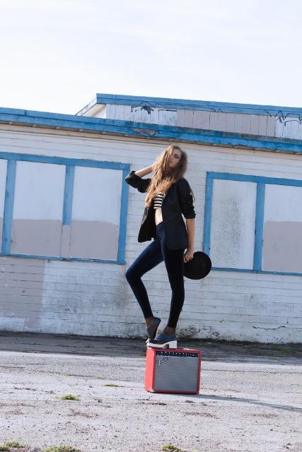 Female model photo shoot of MKNIESL