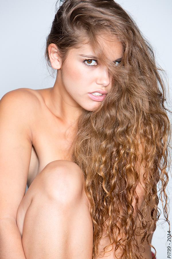 Female model photo shoot of Guenuche