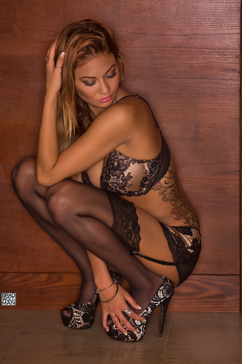 Dawna recommend White stockings brunette nude photos