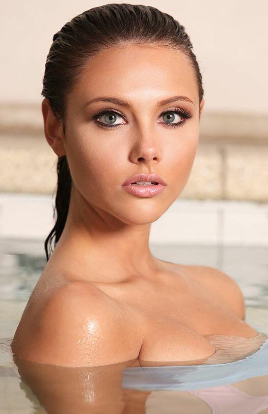 Female model photo shoot of IanaLittle