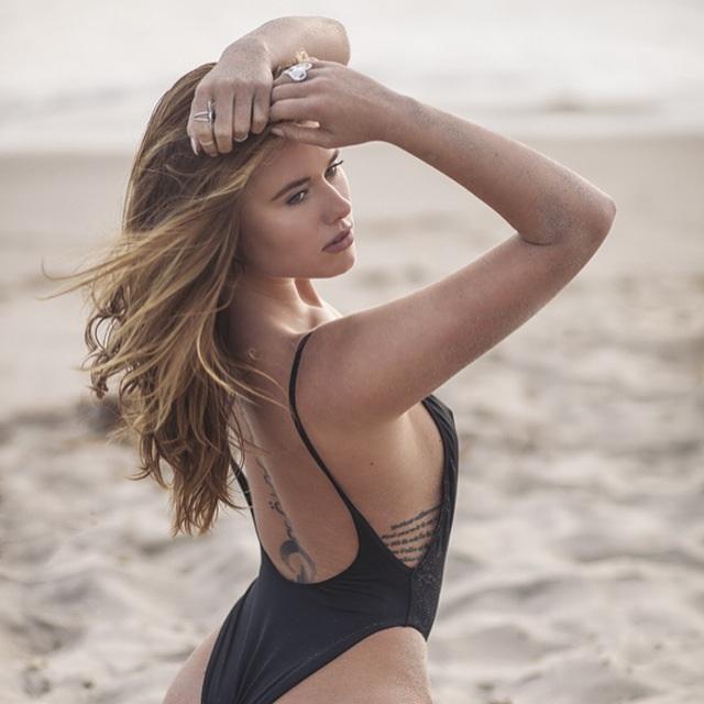Female model photo shoot of Annabellouise