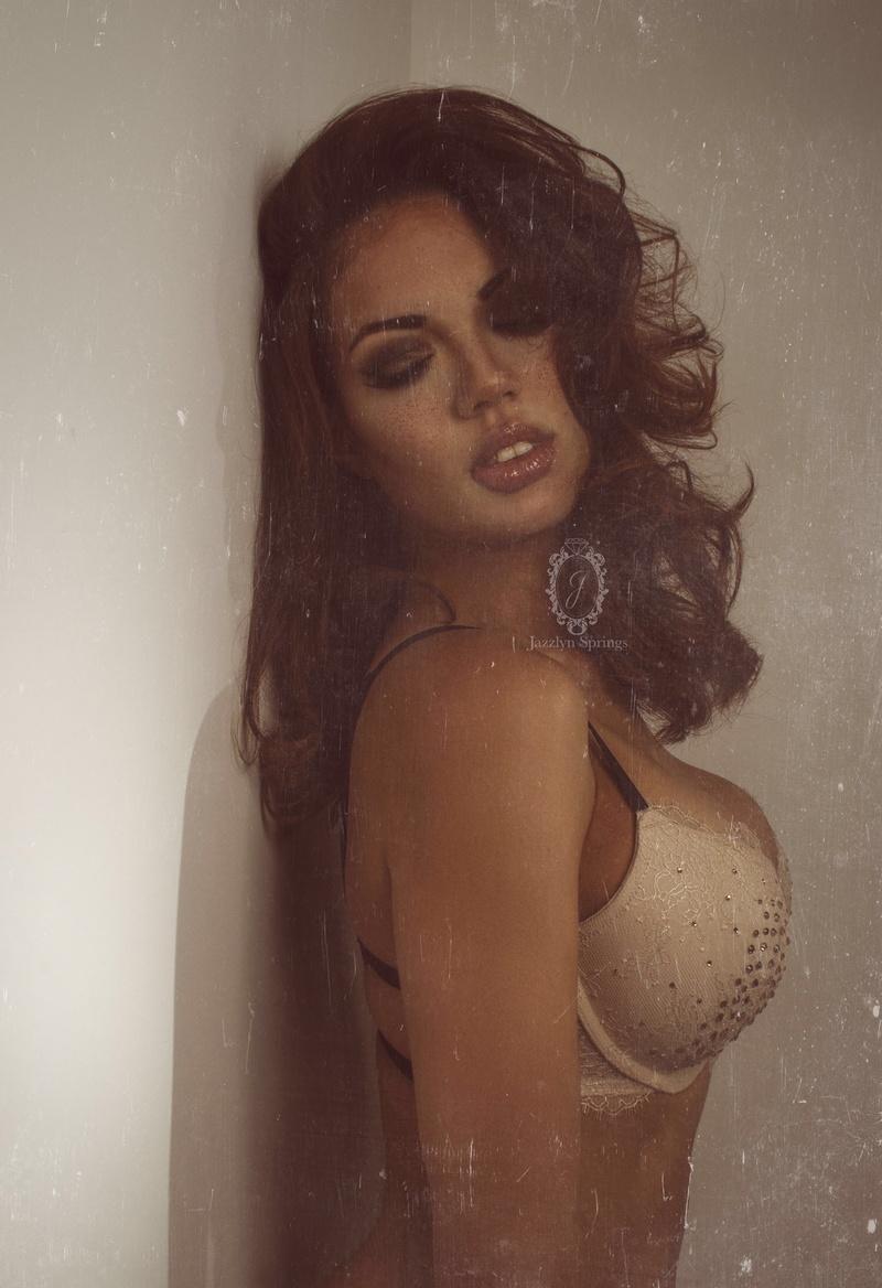 Female model photo shoot of Alicia Wells