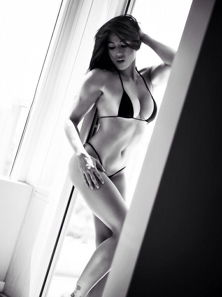 Female model photo shoot of Lindsay Kaye