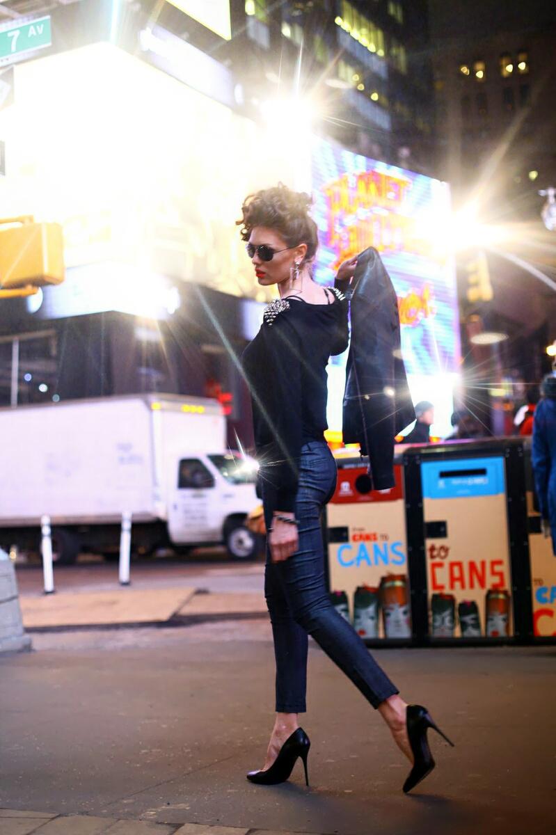 http://photos.modelmayhem.com/photos/150904/11/55e9e41462f48.jpg