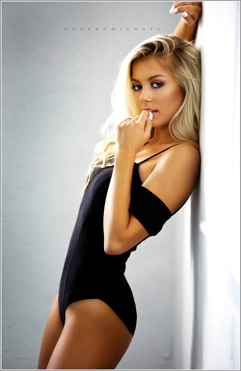 Female model photo shoot of Tetyana Hulyo