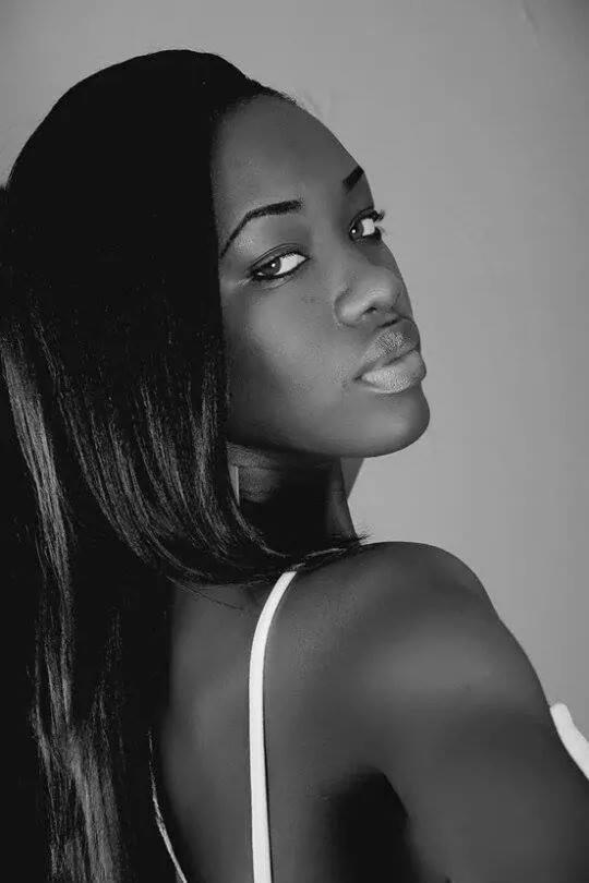 Female model photo shoot of Erykah  LaNoire