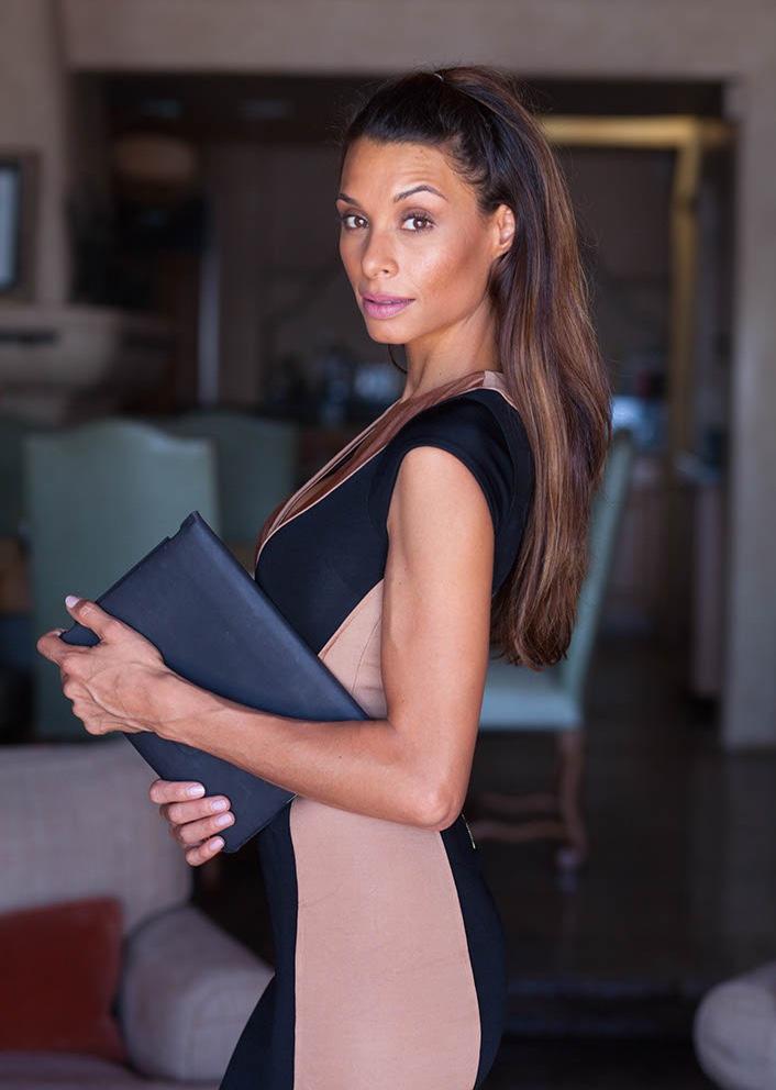 Female model photo shoot of Lara La Rue