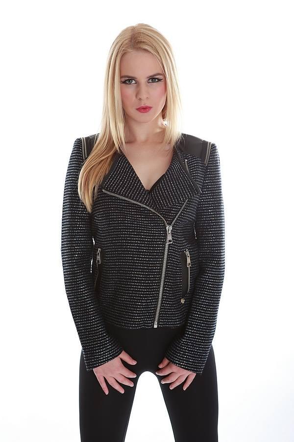 Female model photo shoot of mMm789