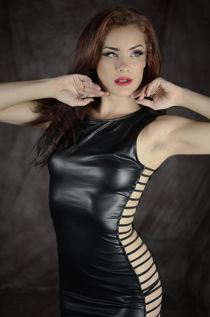 https://photos.modelmayhem.com/photos/151122/05/5651bf0da6864.jpg