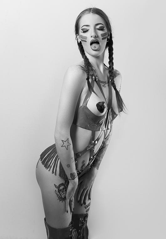 Female model photo shoot of Valentina Tafferini