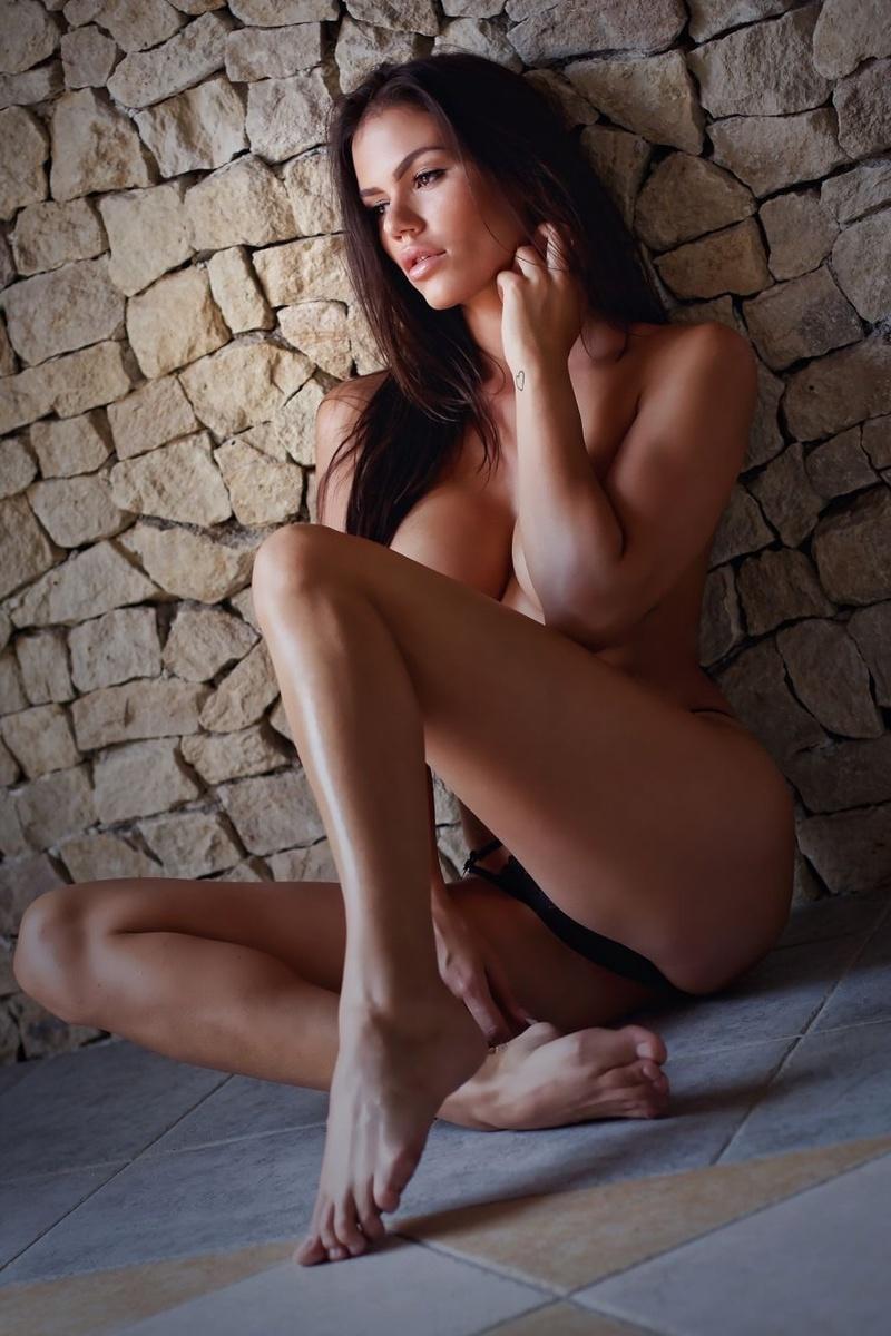 Female model photo shoot of Beus0819