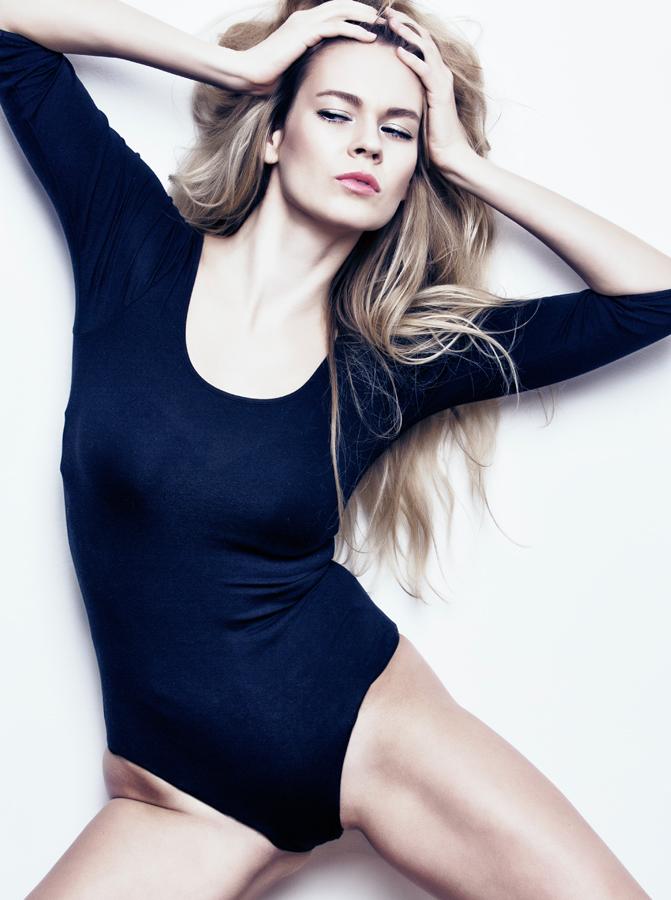 Female model photo shoot of Darina222