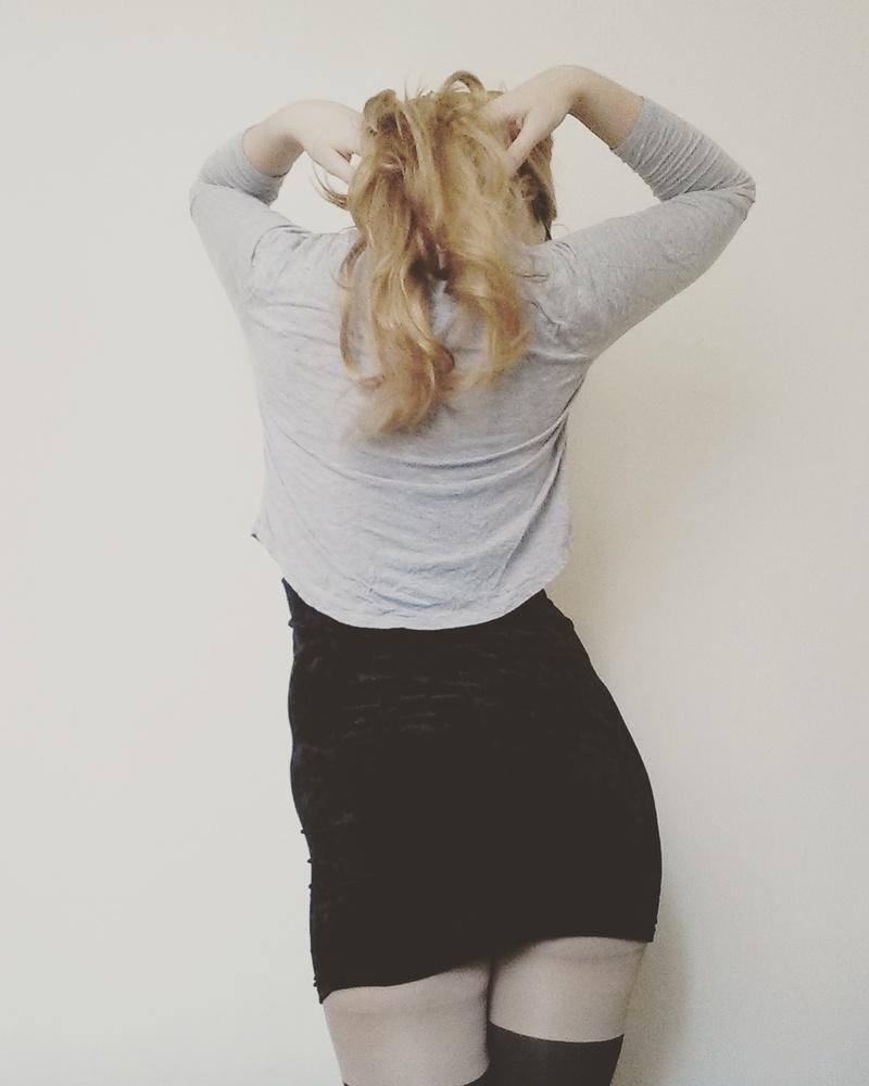 Female model photo shoot of Jenn Esso