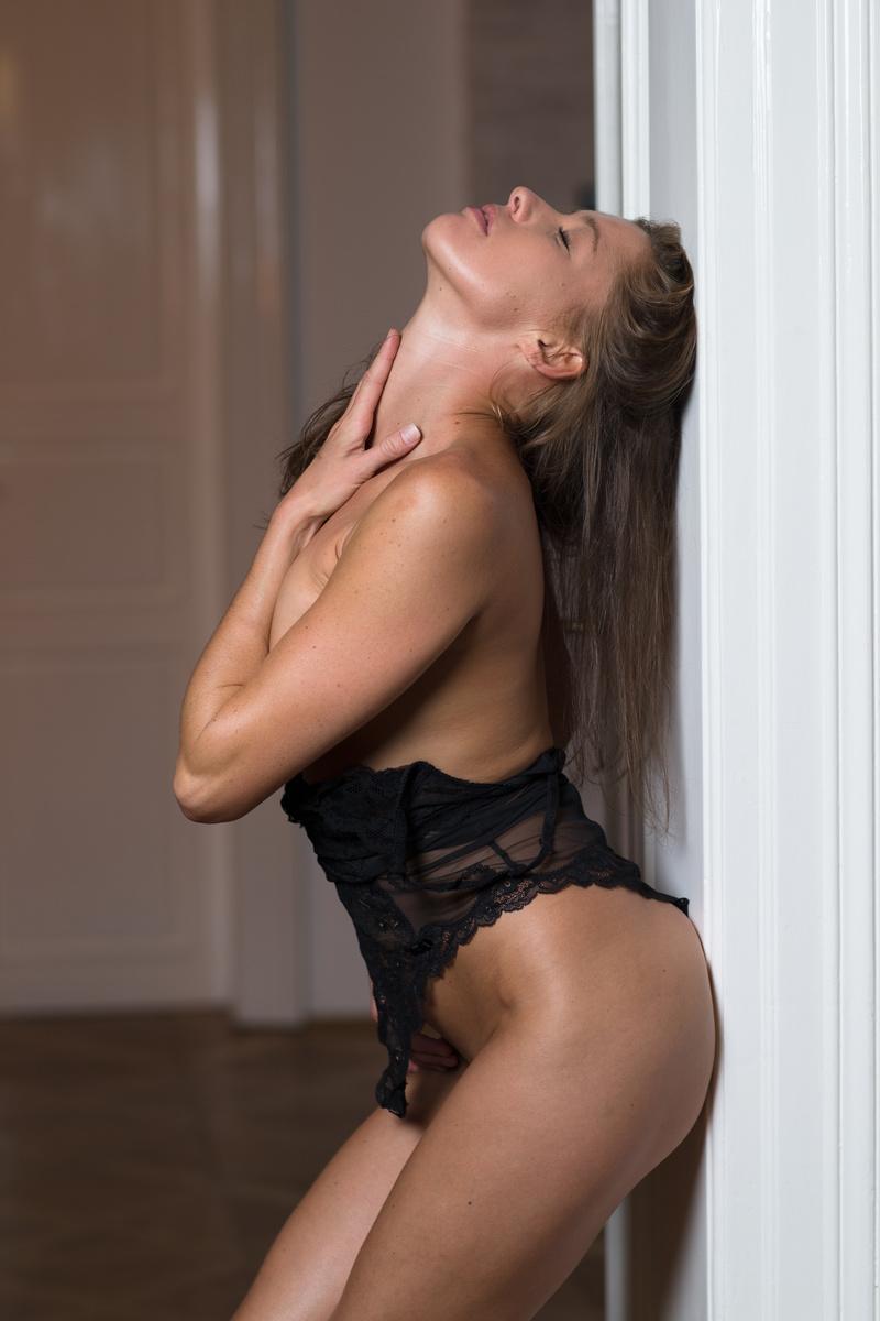 Female model photo shoot of Elissaczech