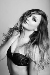 Female model photo shoot of Jasminejoystickley