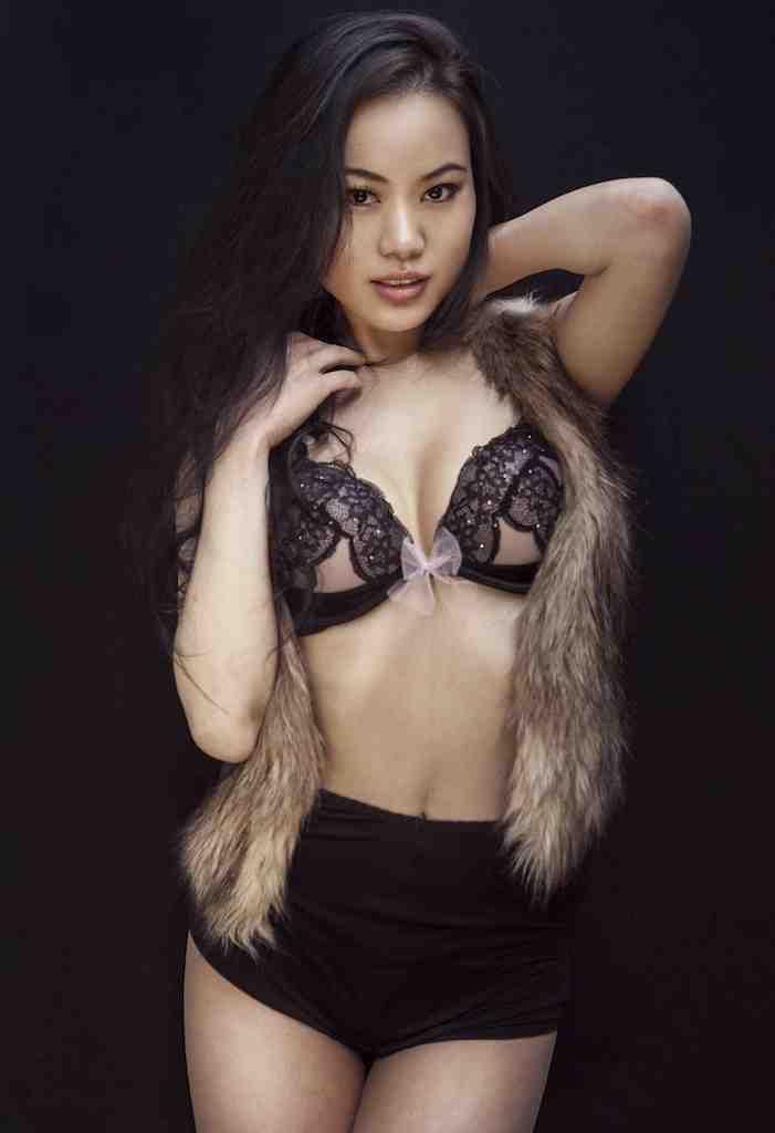 Female model photo shoot of LisaLiu