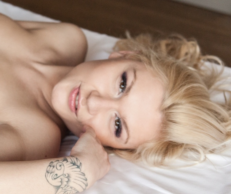 Female model photo shoot of CelesteCruel