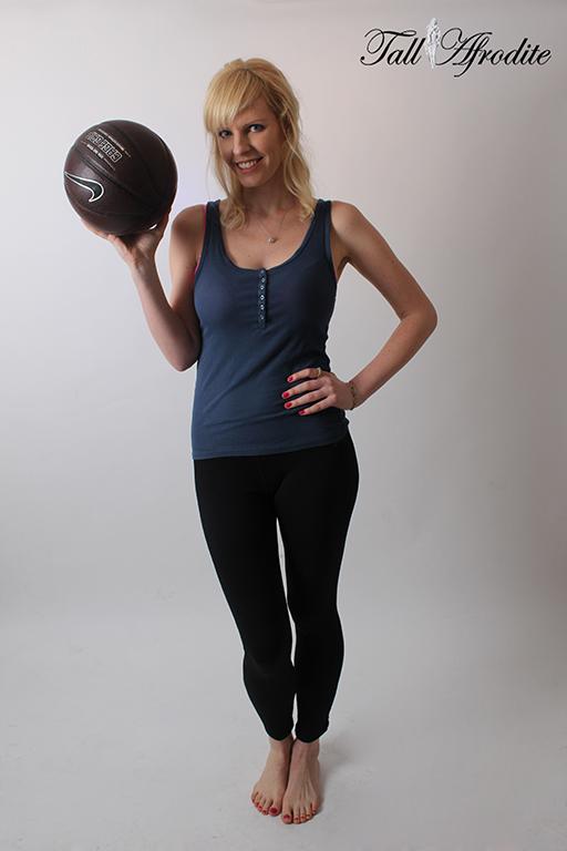 Female model photo shoot of Tall Afrodite