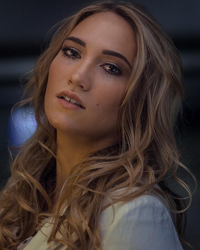 Female model photo shoot of BeautybyHollyKristen