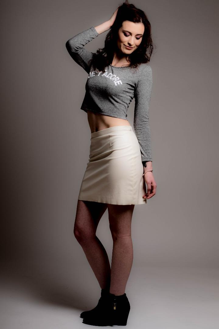 Female model photo shoot of Jessica Barker