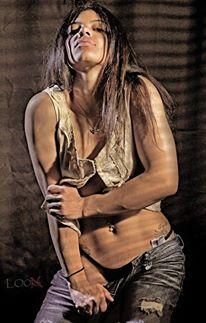 Female model photo shoot of Nini D by LOOX in Toledo, Ohio