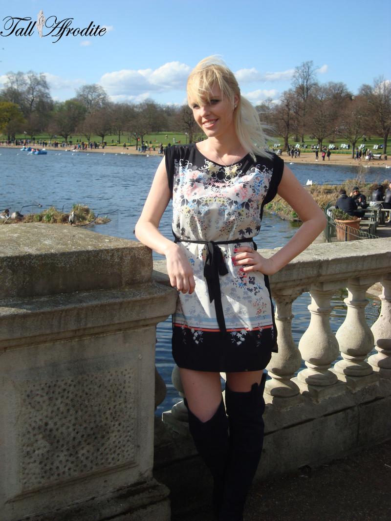 Female model photo shoot of Tall Afrodite in Hyde park