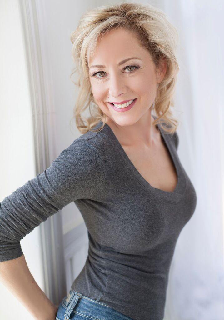 Female model photo shoot of Terry Wheaton