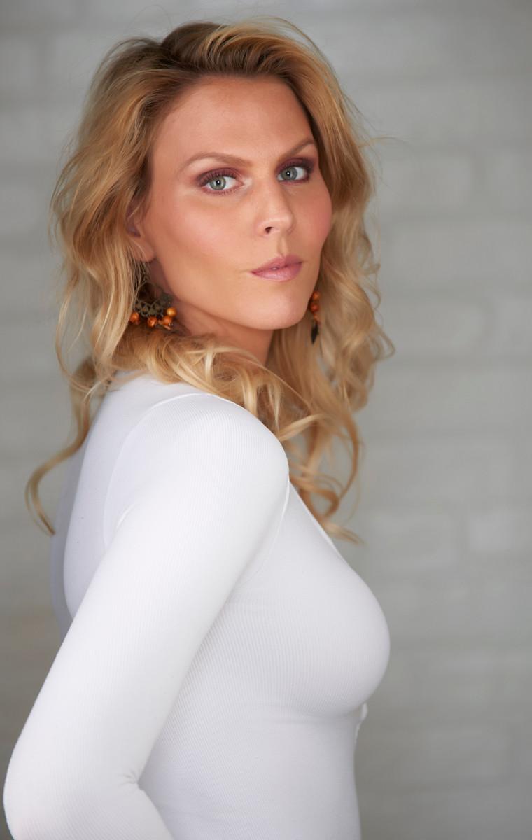Female model photo shoot of Ellen Elizabeth by eliephotography