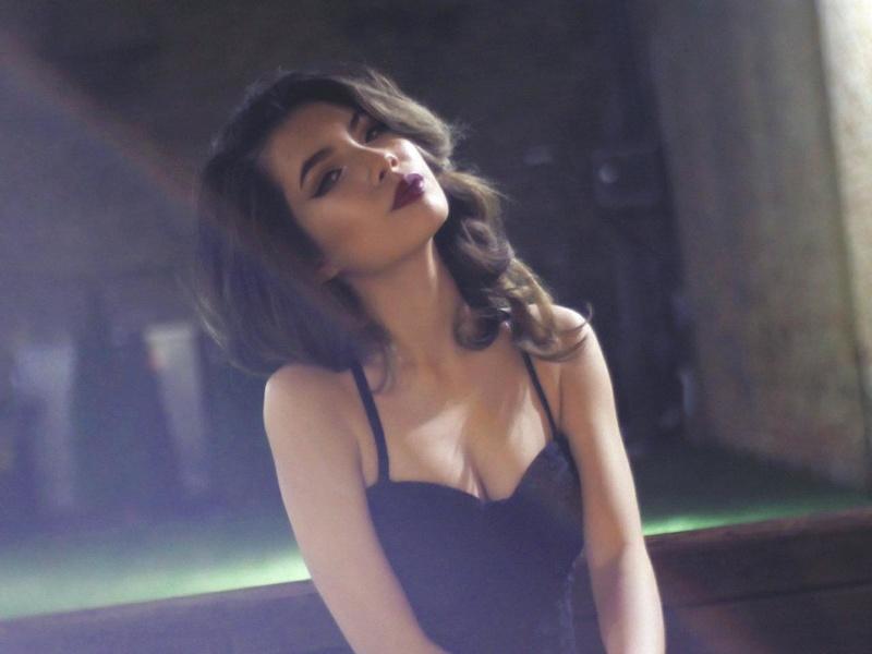 Female model photo shoot of Tranjulie202