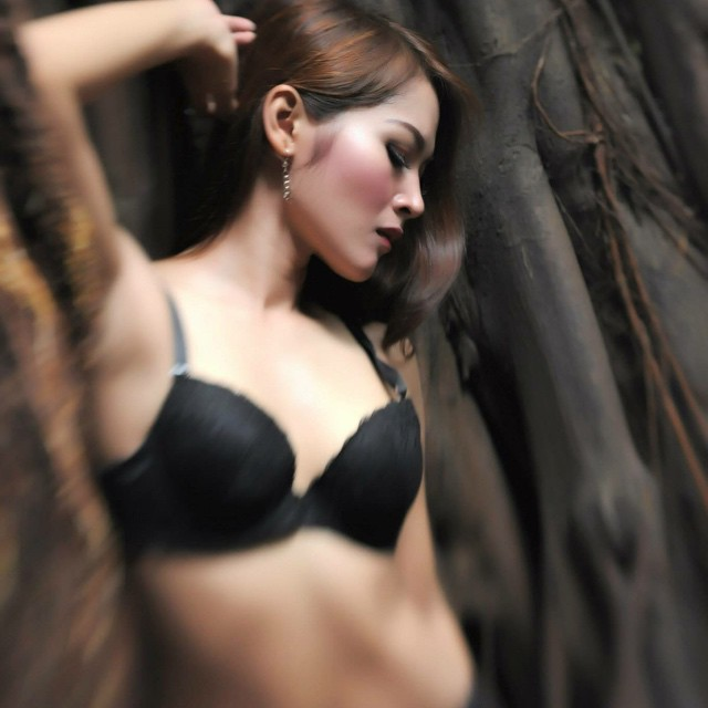 Female model photo shoot of Ratry Princessa