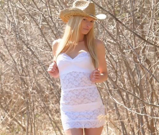 Female model photo shoot of D-Anna