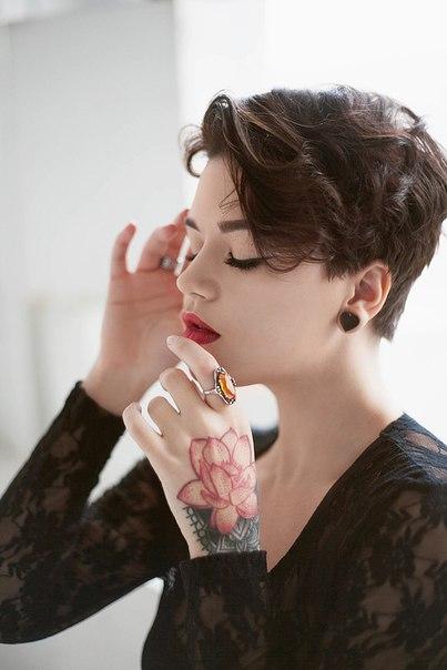 Female model photo shoot of Marievegart