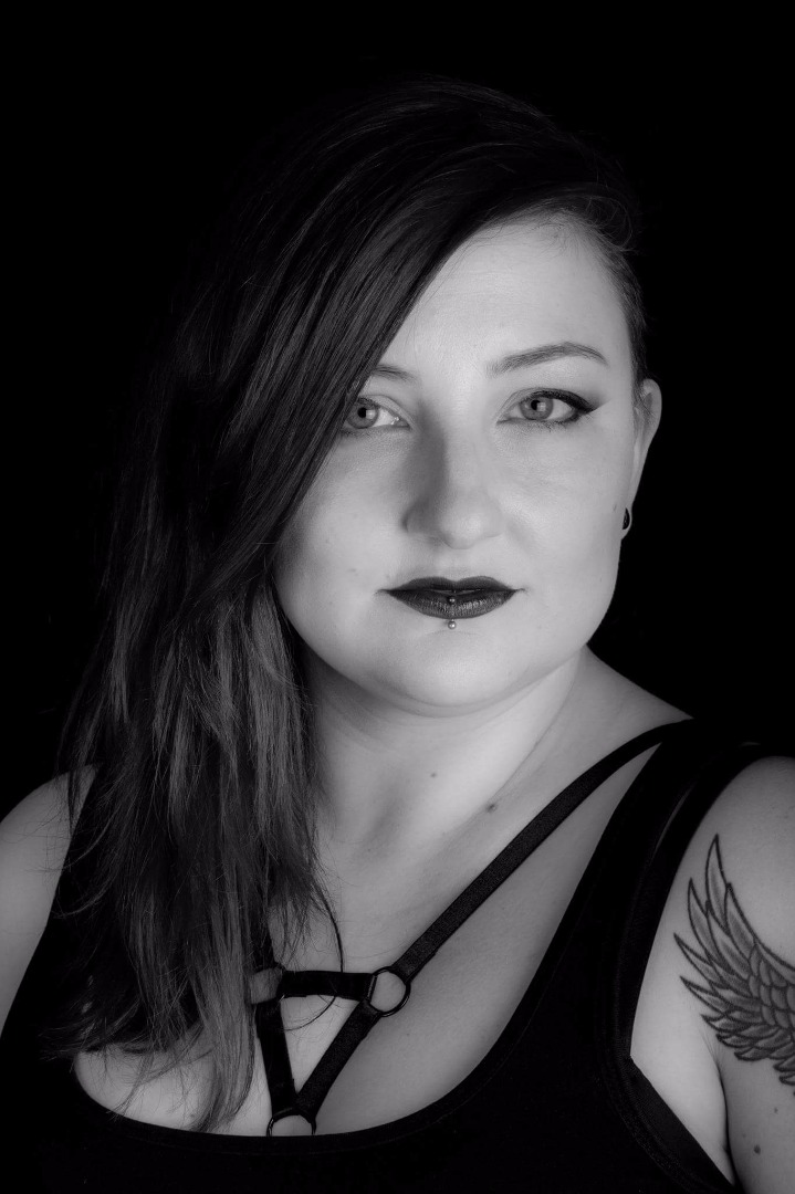 Female model photo shoot of Adrianna Enli