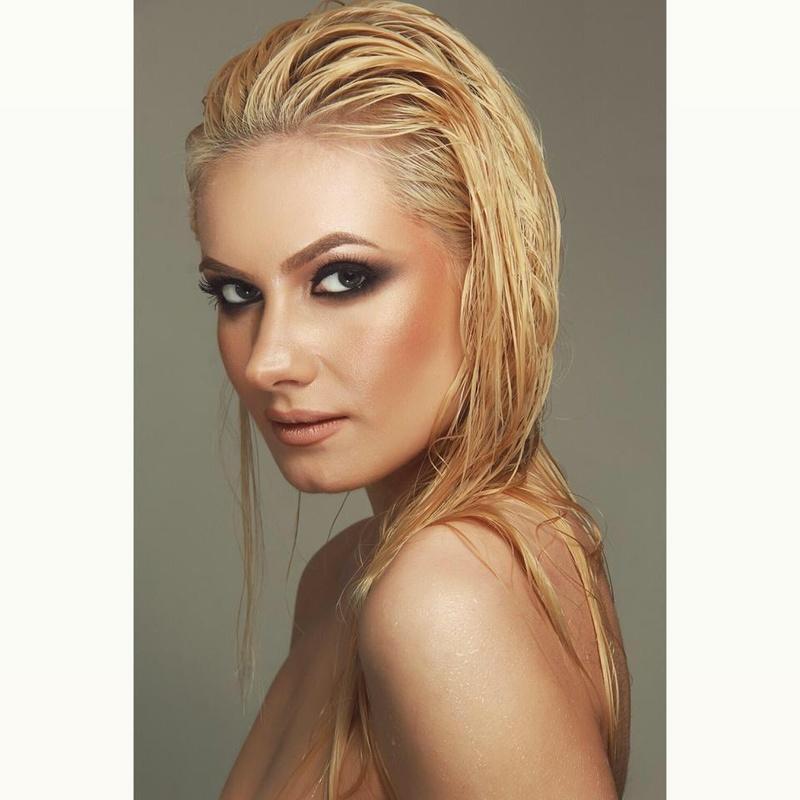 Female model photo shoot of Lorena Eni