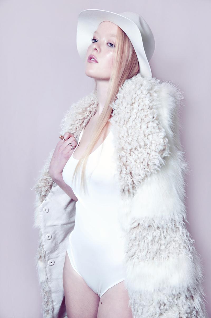 Female model photo shoot of Carolina Siulin
