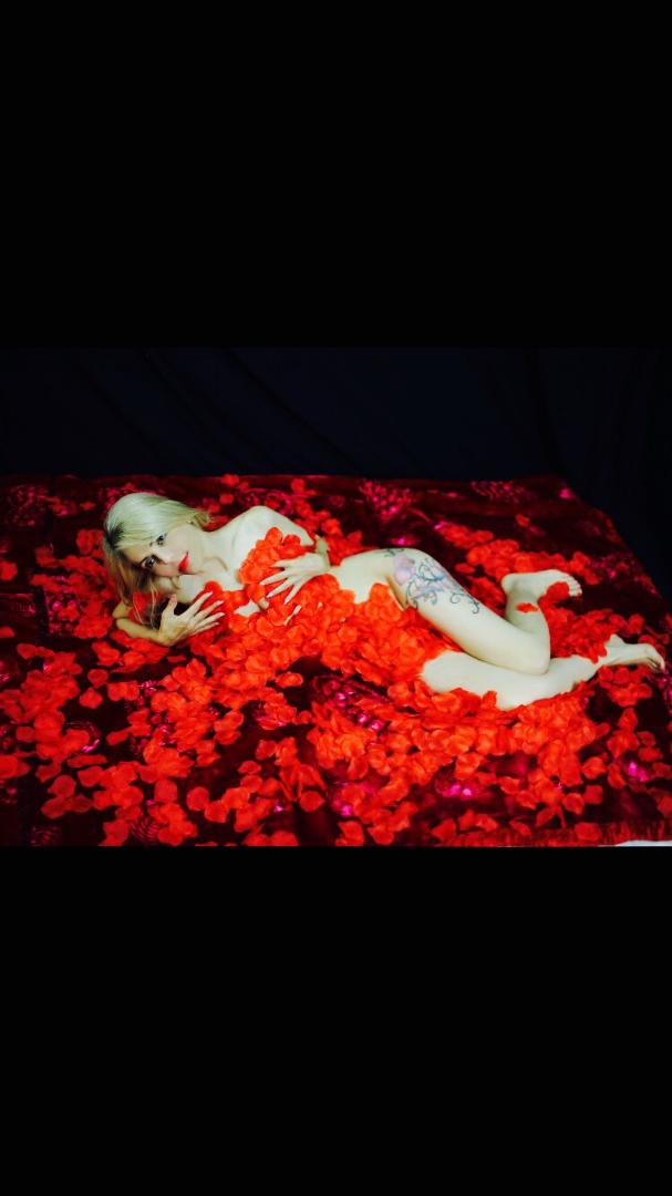 Female model photo shoot of laila cartier