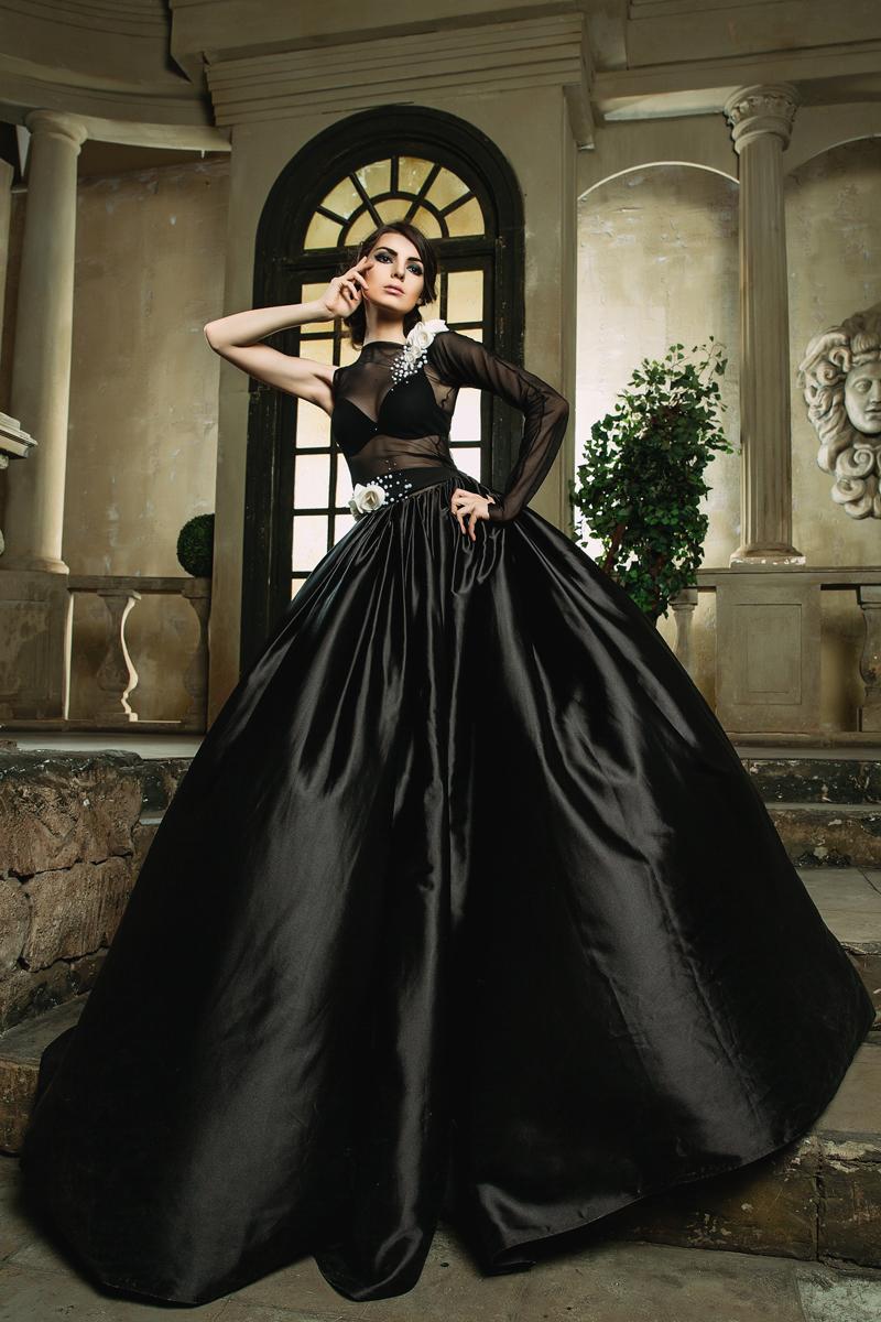 Female model photo shoot of Alice Spiegel