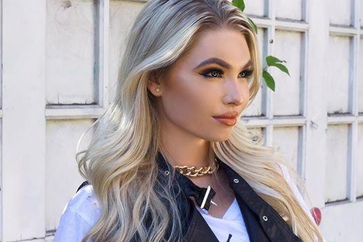 Female model photo shoot of SheilaJohnson