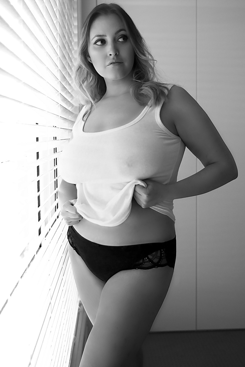 Female model photo shoot of Sharkie Mac by Beautydish1 in Sydney, NSW